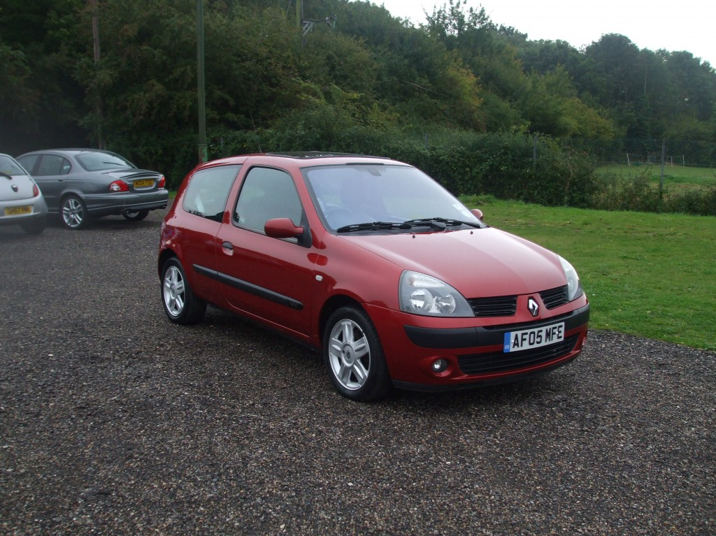 renault clio 1 2 16v dynamique 05 reg sold ymark vehicle services. Black Bedroom Furniture Sets. Home Design Ideas