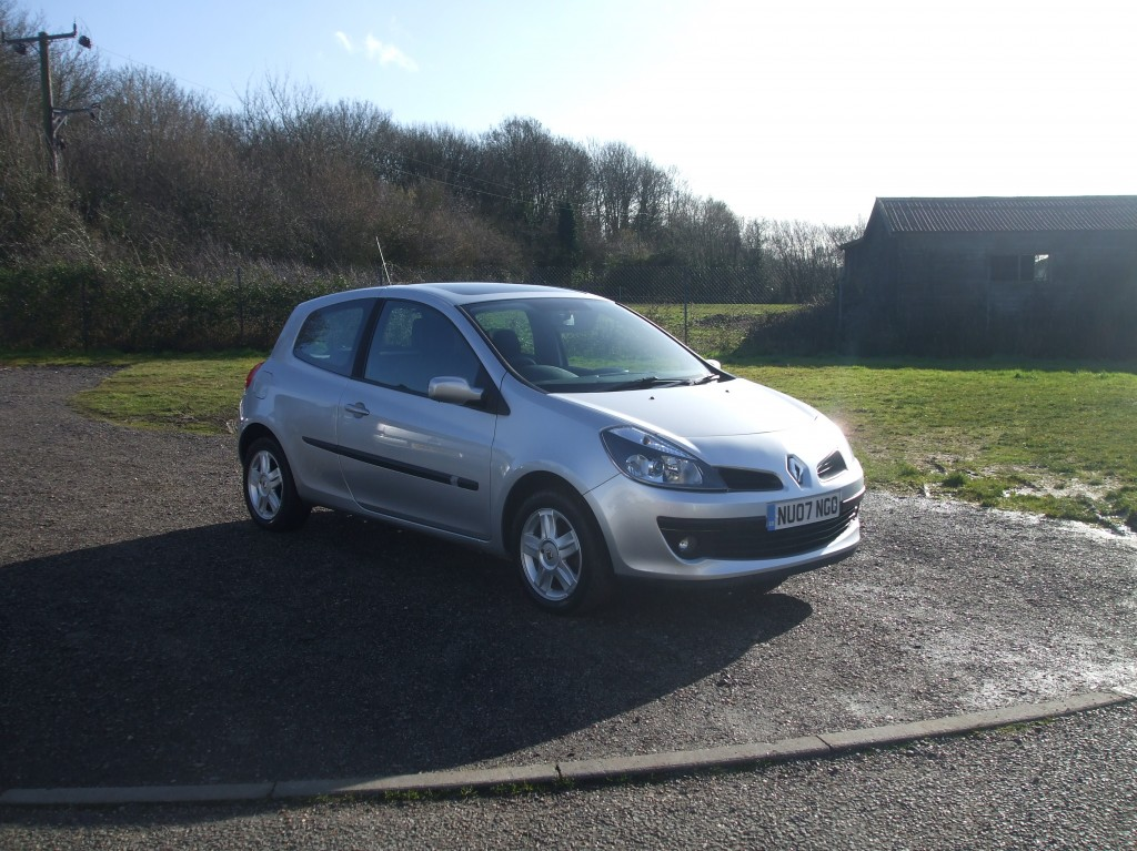 renault clio 1 4 dynamique 07 reg sold ymark vehicle services. Black Bedroom Furniture Sets. Home Design Ideas