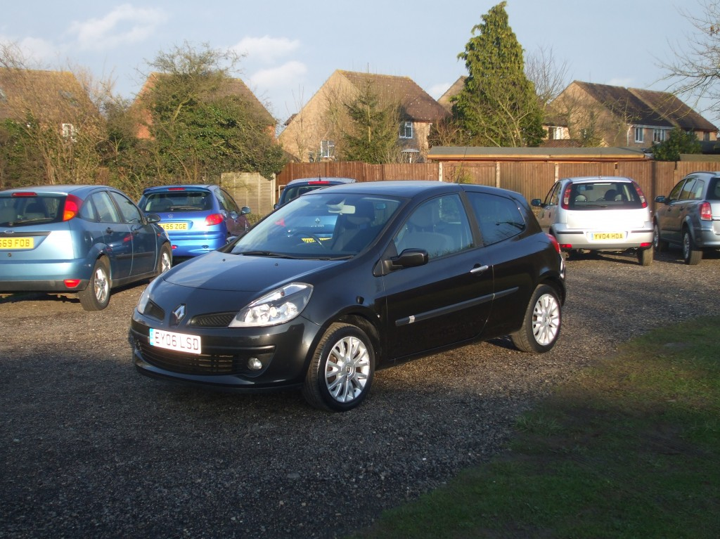 renault clio 1 4 dynamique s 06 reg sold ymark vehicle services. Black Bedroom Furniture Sets. Home Design Ideas