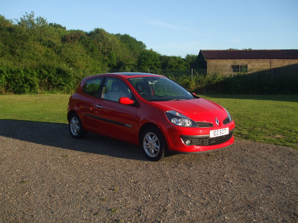 renault clio 1 5 dci dynamique 06 reg sold ymark vehicle services. Black Bedroom Furniture Sets. Home Design Ideas