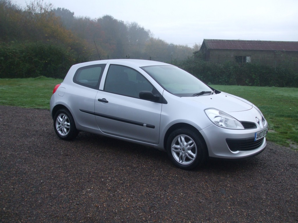 renault clio 1 2 extreme 07 reg sold ymark vehicle services. Black Bedroom Furniture Sets. Home Design Ideas